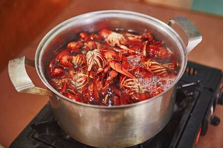Crawfish cooking boiling in pot with spices 版權商用圖片