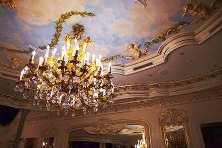 Old chandelier in ballroom barocco style 新聞圖片