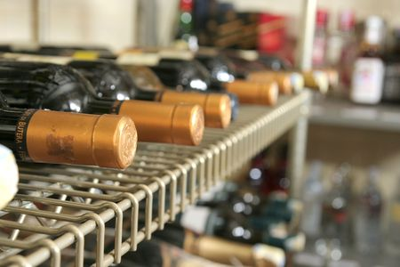 bar ware: wine and beverage store