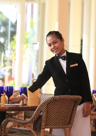 waiter table manner