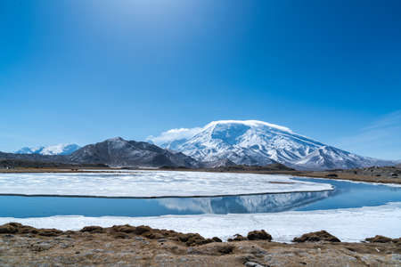Pico Muztag en Kashgar, Xinjiang, China. Foto de archivo