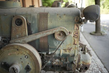 details of an old tractor Imagens