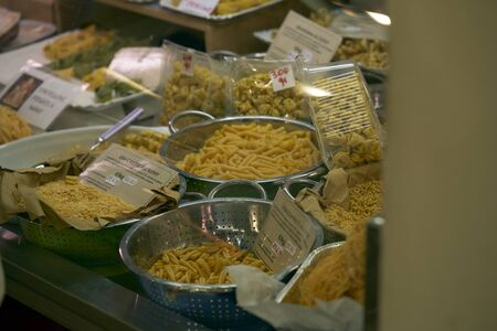 Different types of pasta on the sales counter Imagens