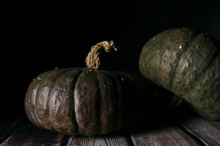 two pumpkins on wooden boards Imagens