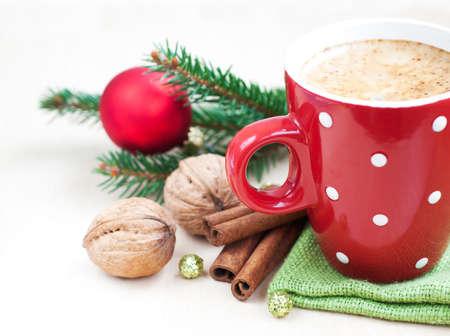 Cup of Christmas Cappuccino auf Urlaub Hintergrund