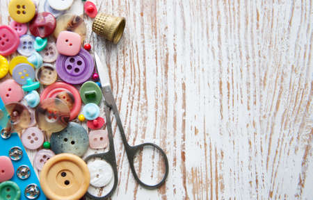 Sewing stuff on a old wood background Banque d'images