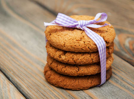 oatmeal cookie: Oatmeal cookies on a old wooden background
