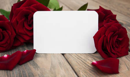note card: Fresh Red roses on a wooden background