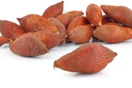 Салак фруктов на белом фоне