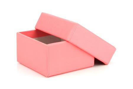 Розовый подарочной коробке на белом фоне Фото со стока