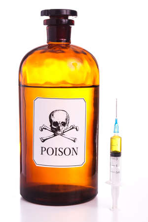 poison bottle: Botella de veneno, la muestra del vintage y aislado en blanco