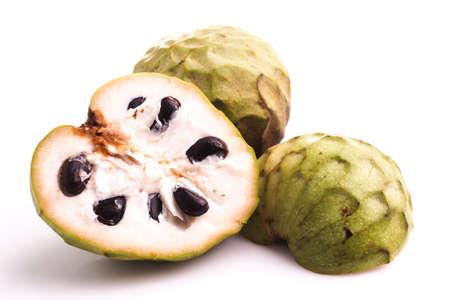 sweetsop: Mela cannella o cherimoya isolato su bianco Archivio Fotografico