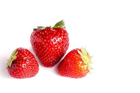 白で隔離、新鮮な有機赤イチゴ 写真素材