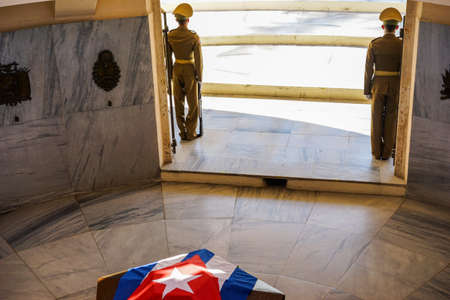 national hero: Santiago de Cuba, Cuba - January 10, 2016: Guard mounting or changing the guard at the Mausoleum of Jose Marti in the cemetery of Santa Ifigenia in Santiago de Cuba. The soldiers guarding the national hero Jose Marti decked sargofag