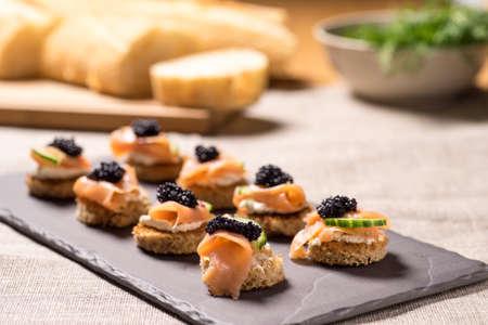 Fumé Apéritif de saumon au fromage à la crème et caviar