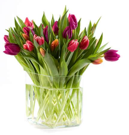 Vaas vol met kleurrijke tulpen
