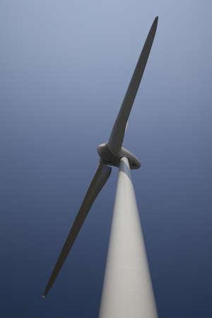 Windturbine avec ciel bleu