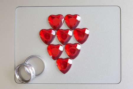symbole de l'amour et de l'anneau sur un ordinateur Banque d'images