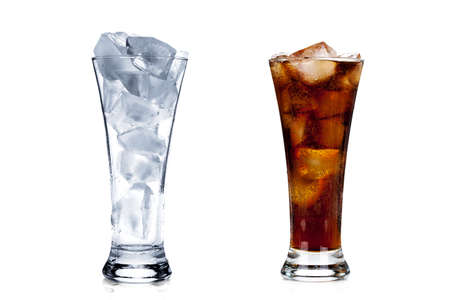 vaso vacio: Two glasses: full of ice and ice with cola isolated on white background Foto de archivo