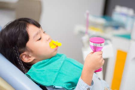 blurred image The Fluoride coating in children Standard-Bild