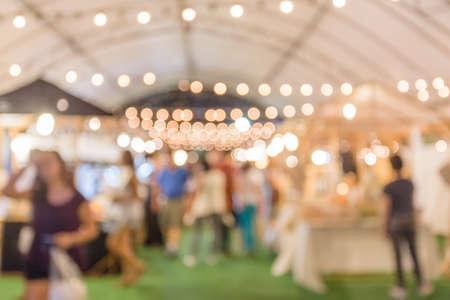 verwischen Bild Straße Nacht Maket Festival unscharfen Hintergrund mit Bokeh