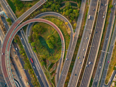 Aerial view of highway and overpass in city Imagens