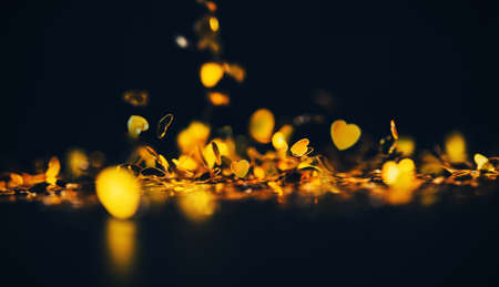 gold Heart glittering bokeh abstract  background 版權商用圖片 - 129271472