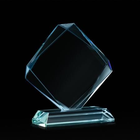 trofeo: Crystal en blanco para la adjudicación aislado en un fondo negro con un trazado de recorte Foto de archivo