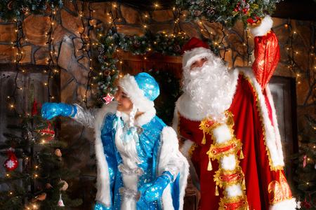 snegurochka: Christmas scene. Actors dressed in traditional costumes on the doorstep studio shoot
