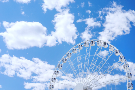 White ferris wheel against the blue cloudy sky with copyspace on it Stock fotó - 58631546