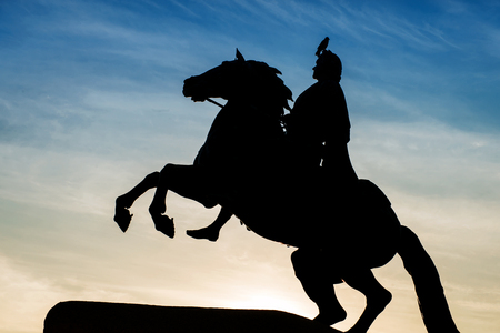knell: Peter the Great monument, the Bronze Horseman. Silhouette against the twilight sky with crow on it. St. Petersburg , Russia Stock Photo