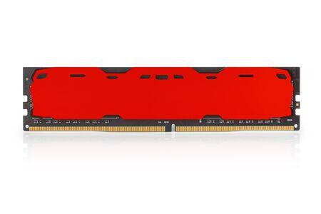 Modulo di memoria RAM DDR rosso moderno con custodia vuota. Isolato su bianco, percorso di ritaglio incluso