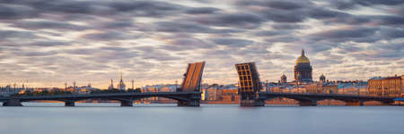 Neva river in Saint Petersburg panoramic view with divorced bridge, Hermitage, st. Isaak cathedral and Admiralty at white nights. Long exposure 版權商用圖片