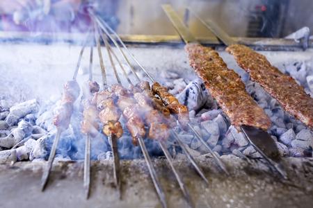 トルコの食品;アダナ ケバブの味グルメ