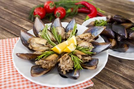 Turkishfoods; Moules farcies à la turque (midye dolma) Banque d'images