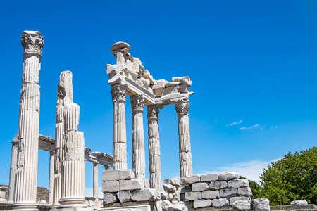Travel concept photo. Trajan Temple columns in ancient city of Pergamon, Turkey Imagens