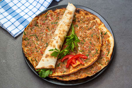 Turkish foods; Turkish pizza / Lahmacun 免版税图像 - 158452015