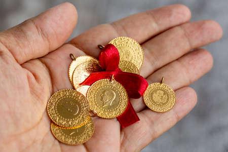 Traditional Turkish gold coins (Turkish name; Ceyrek altin) 版權商用圖片