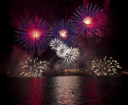 galletas integrales: Fuegos artificiales sobre el Gran Puerto de Malta, Foto de archivo