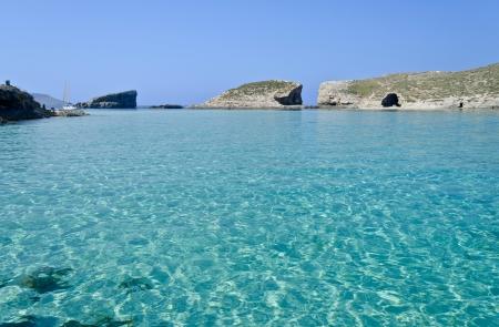 blue lagoon: Limpido mare blu Comino - Malta Archivio Fotografico