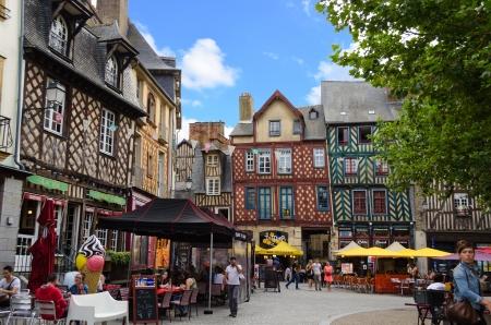 モンサンタンヌ - レンヌ フランスを場所します。 報道画像
