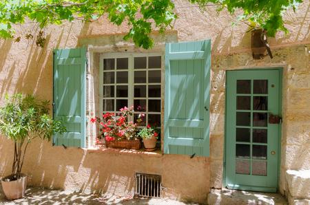 Une vieille maison à Moustiers-Sainte Mairie Banque d'images - 48519414