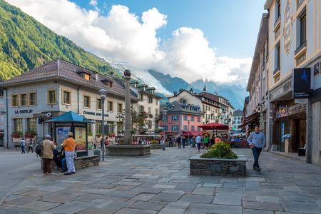 Der Hauptplatz von Chamonix, Auvergne-Rhône-Alpes in Frankreich Editorial