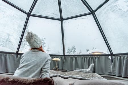 Sistemazione in igloo di vetro in Lapponia vicino a Sirkka, Finlandia