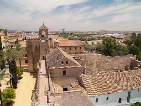 Alcazar de los Reyes Cristianos und Landschaft von Cordoba, Spanien Frome oben