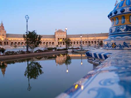 Plaza de Espana Platz von Spanien in Sevilla bei Nacht Lizenzfreie Bilder
