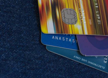 Elektronenstruktur Kreditkarten Makro auf Jeans Hintergrund Lizenzfreie Bilder
