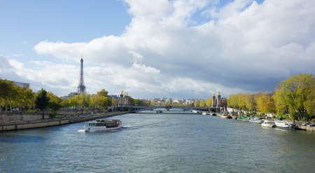 Panoramablick auf den Eiffelturm mit Alexander die dritte Br�cke, Paris, ab Seine gesehen