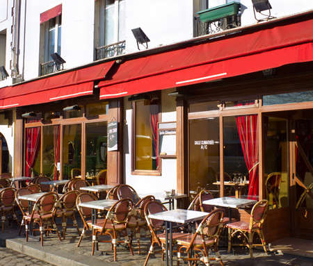 cobbled: Street cafe in Monmartre, Paris