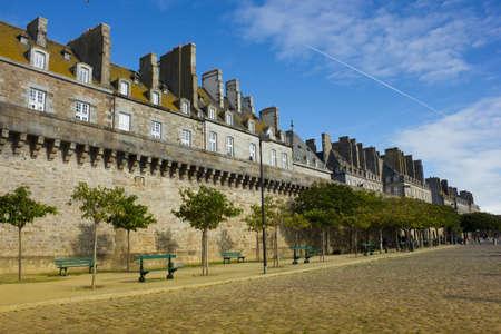 Burgmauern von Saint Malo Altstadt �ber Meer B�schung Editorial